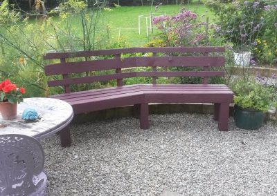 Garden bench from leftover fencing timber and Pallets.